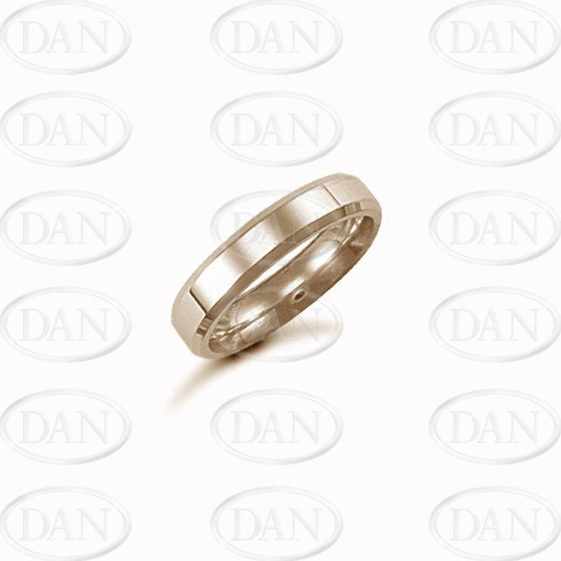 4mm Plain Bevel Wedding Ring 18ct Yellow